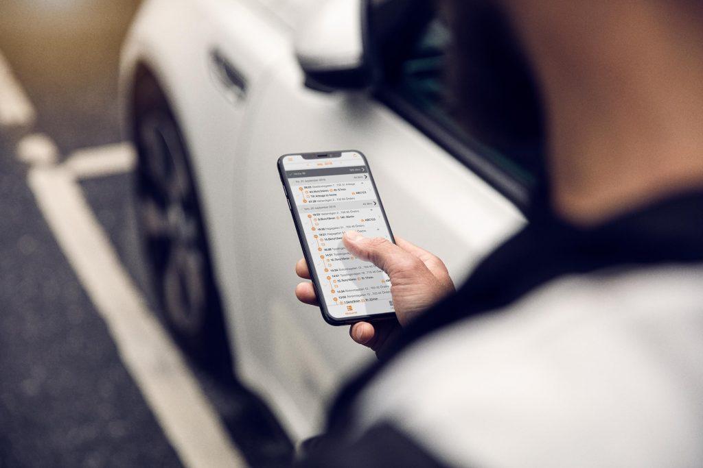 Förare använder digital körjournal i mobilen