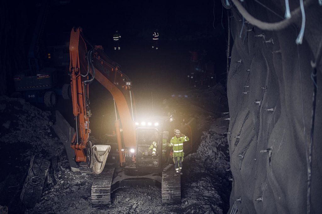 Uppkopplad maskin framförs underjord