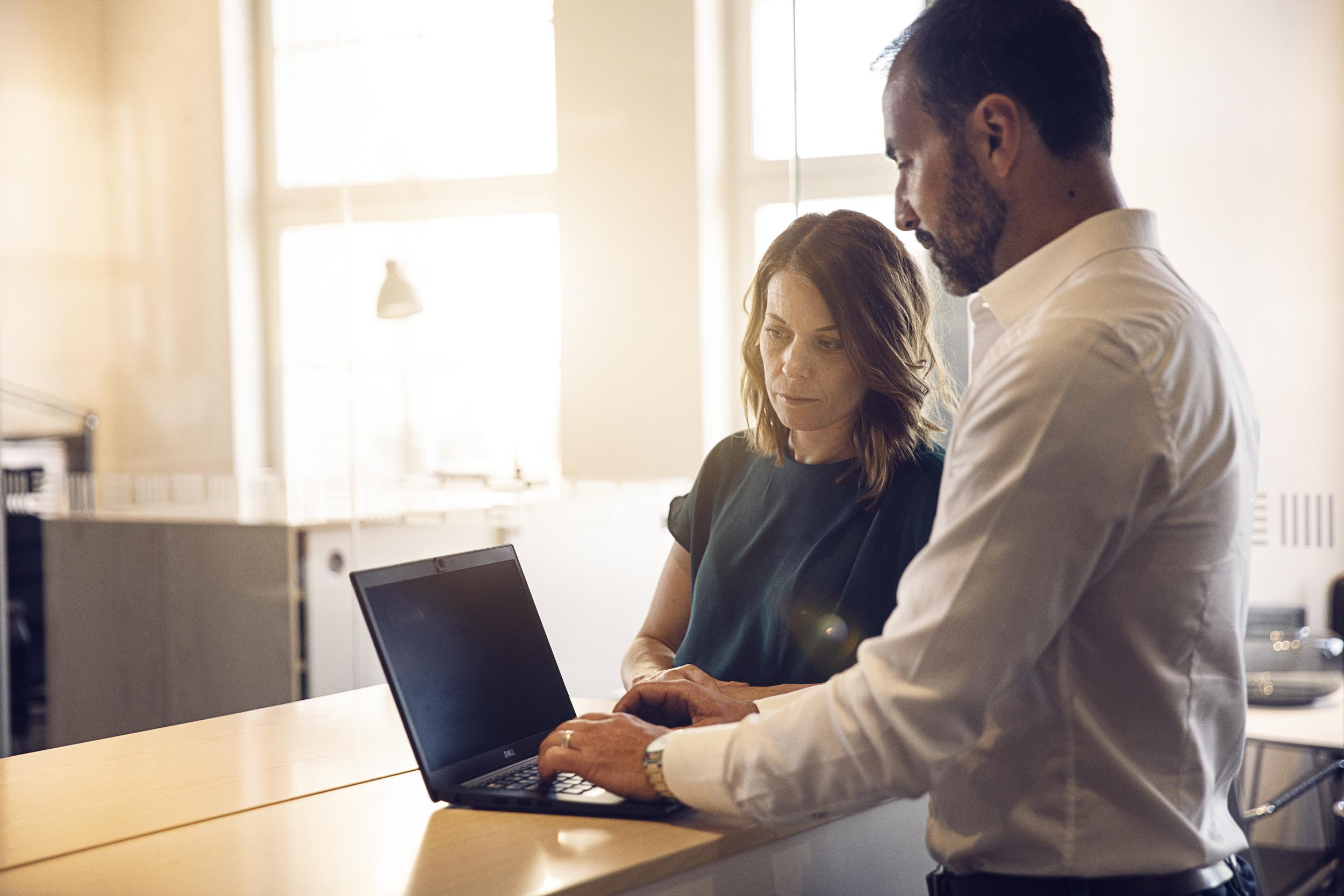 arbetsledare använder digital fleetmanament